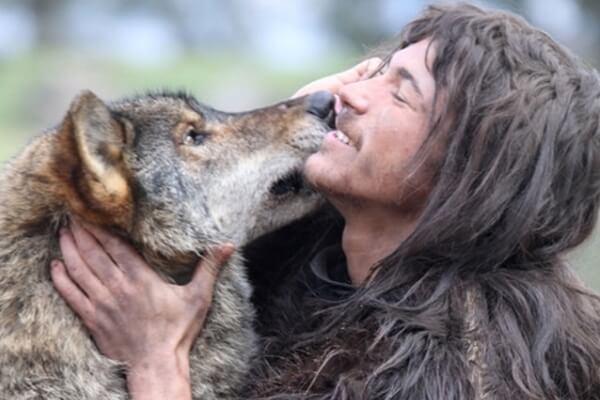 El hombre primitivo domesticó al lobo salvaje para convertirlo en el perro doméstico